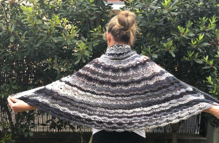 Mañanita (o capa) a crochet para mimamá